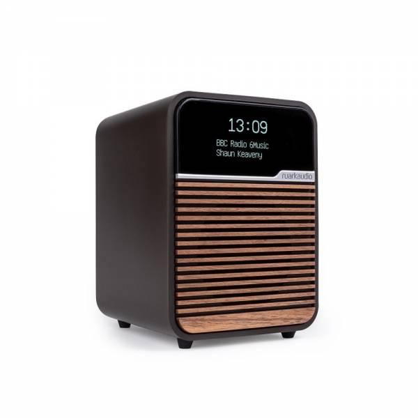 Ruark Audio R1 MK4 Espresso Front Abgewinkelt